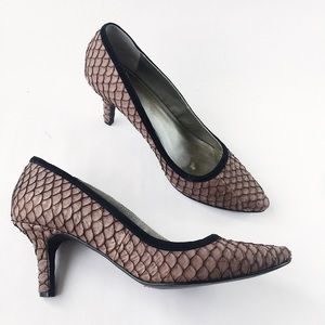 Shoes of Prey Fish scale Mermaid Kitten Heel 7.5